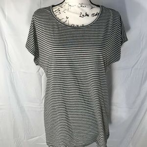 Forever 21 Woman's Scooped Neck Tee Size L